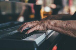 hands-piano
